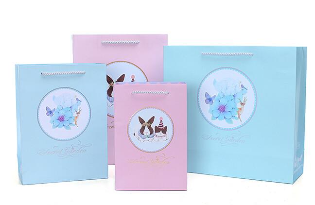 卡通风格化妆品白卡纸袋定制