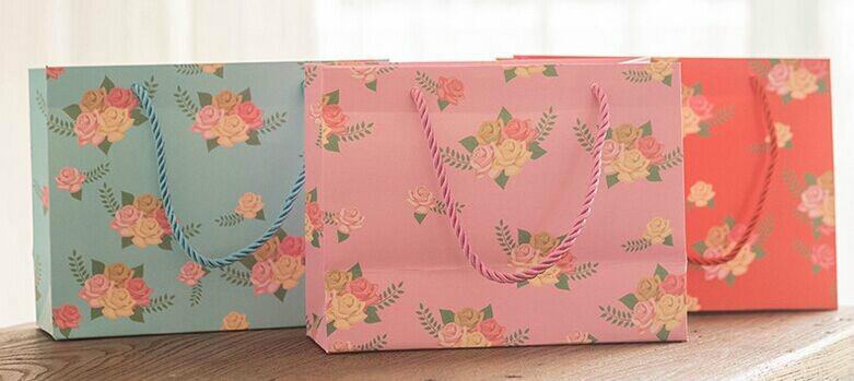 玫瑰花唯美化妆品白卡纸袋定制