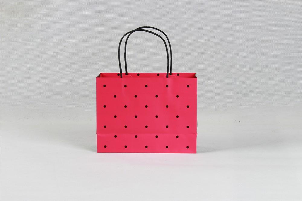 时尚红底黑点礼品铜版纸袋