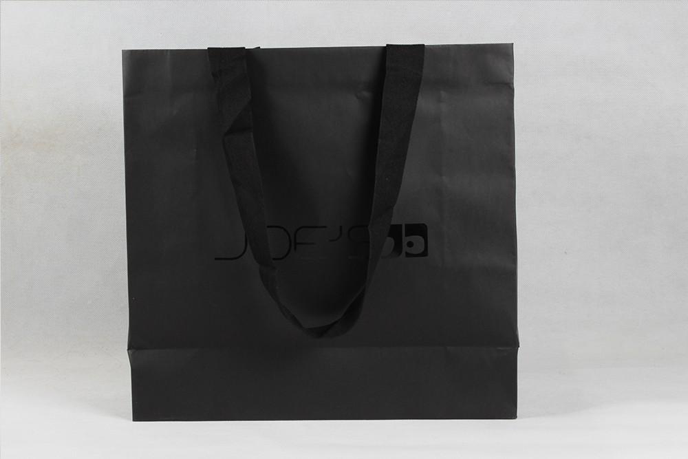 高档黑色字母铜版纸袋