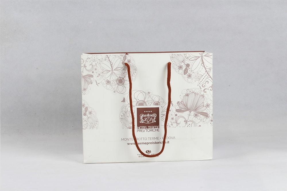 高档白色花纹铜版纸袋